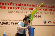 Da-Nang-Hut-hon-nghe-thuat-cam-hoa-Ikebana_Tin180.com_001